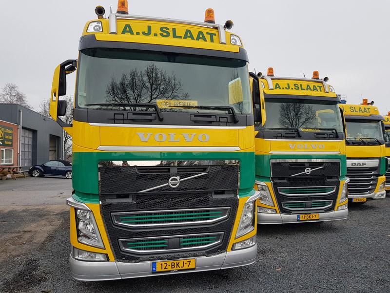 Vrachtwagen AJ slaat